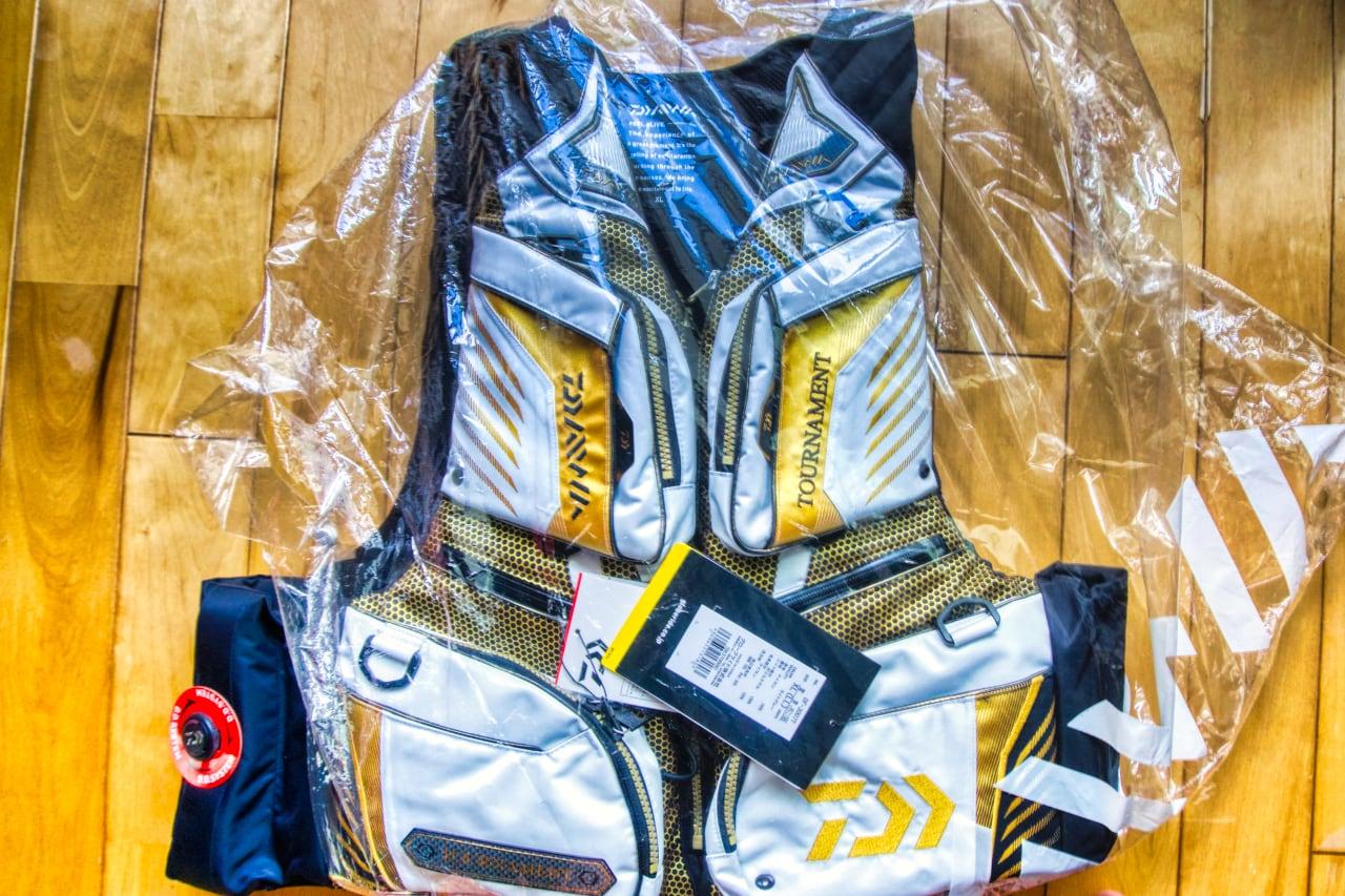 ダイワ トーナメント ライフジャケット DF-3007Tを40%OFFで購入